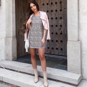 Beautiful cheetah square neck shift dress